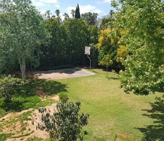 למכירה בבלעדיות בית חד מפלסי על שטח ענק בפרדס חנה נכס 443