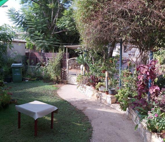 למכירה בפרדס חנה בית שטוח של פעם נכס 449