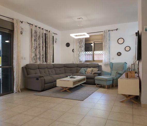 למכירה ברחוב מבוקש בכרכור בית פנימי נכס 447