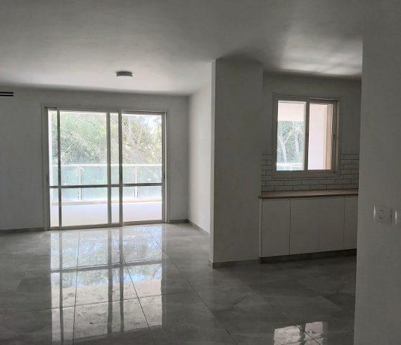 להשכרה דירת 5 חדרים חדשה בבניין בוטיק במרכז המושבה בפרדס חנה
